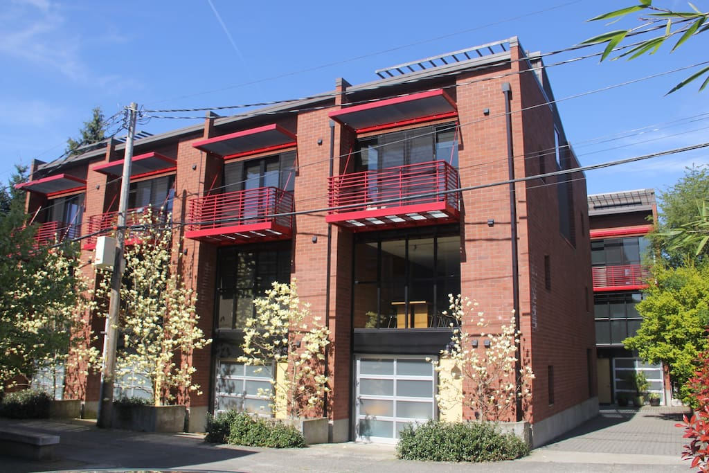 Top floor off a courtyard shared by work/live units and a first rate coffee shop.