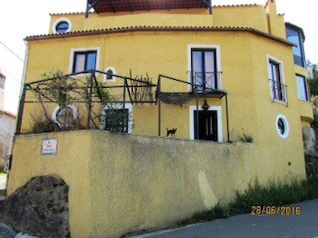Belles chambres confort 2km centre - Coimbra - Maison