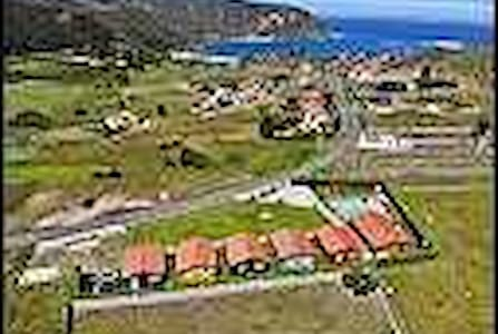 Confortable bungalow for up to 6 people with pool and seaviews.