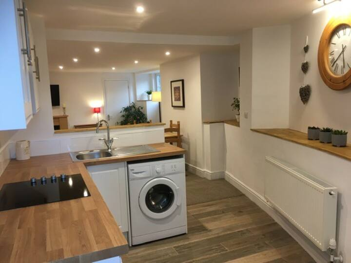 Self-contained Cottage Double Bedroom with Ensuite