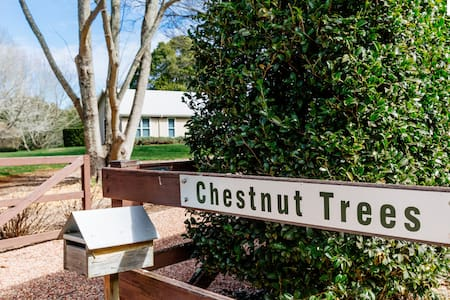Chestnut Trees - architect designed & home comfort - Burrawang