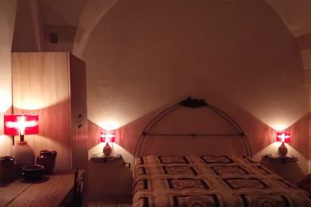 Antico appartamento tra ulivi, dolmen e menhir - Giuggianello - Apartament