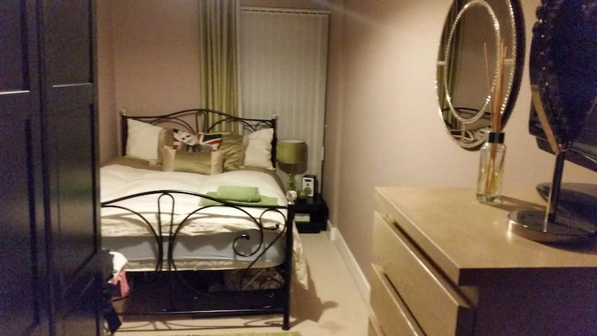 Cosy room, private bathroom/parking. City Centre. - Birmingham - Apartament