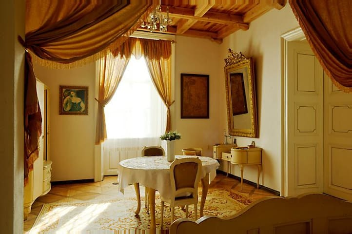 Luxury 2-room Hunter's Suite at Úsobí Castle