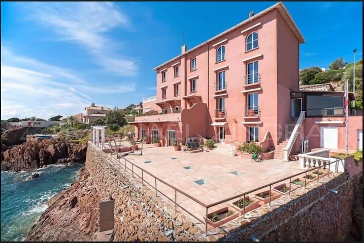 Luxueux bas de villa front de mer