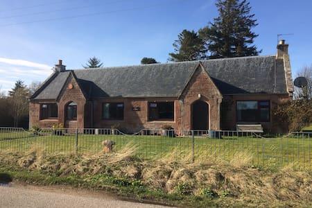 Idyllic Cottage Scottish Highlands - Killen - บ้าน