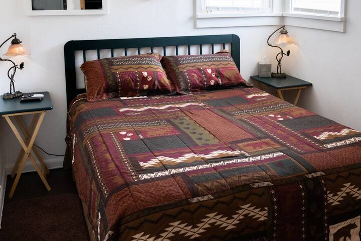 ANOTHER VIEW OF THE COMFORTABLE QUEEN SIZE BED IN THE ALPENHAVEN BEDROOM