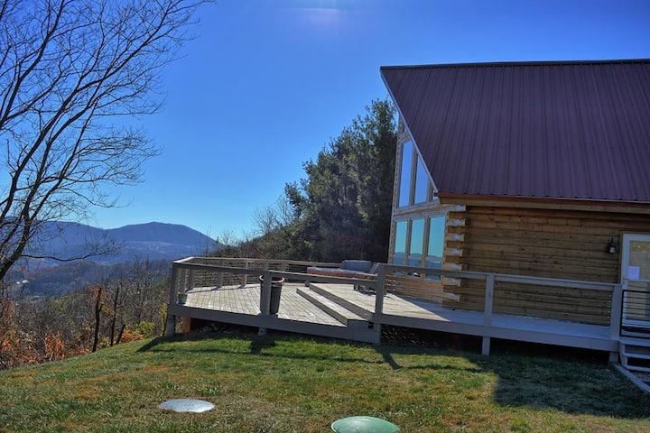 Appalachian Sky-3 BR Cabin with Breathtaking VIEWS, Hot Tub, Pool Table, Wi-Fi, Pets OK!!