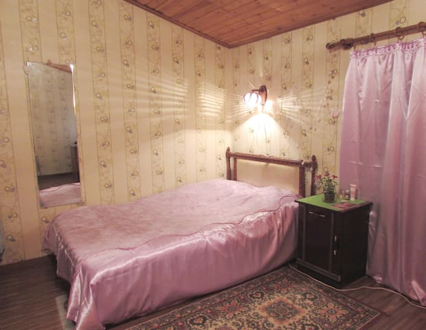 Cozy room in a private house with a garden view - Yerevan - Casa