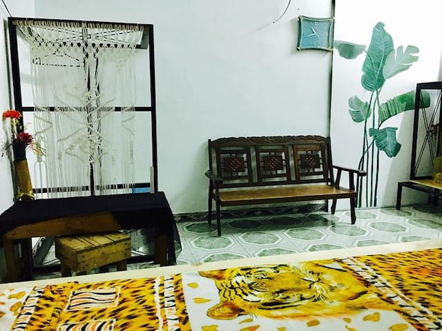Private room near airport_ peaceful space. - Ho Chi Minh City - Huis
