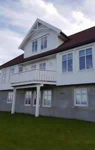 Stort hus med panoramutsikt - Harstad