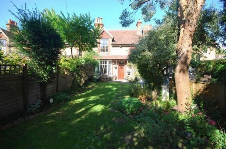 Entire Property - Secret Garden Cottage & Garden