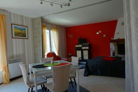 Maison Indépendante - Grand Studio - WIFI - Balcon