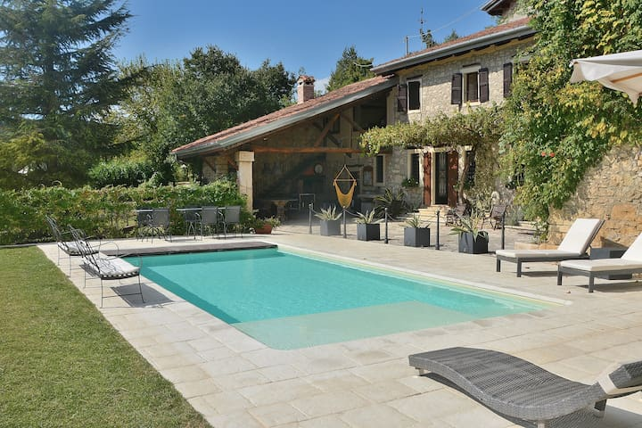 16 Sleeps Rural Villa with Amazing  Pool - Fortuna - Casa de camp