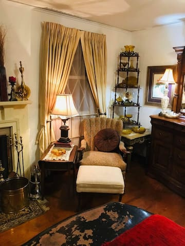 Victorian revival room in lawrenceville
