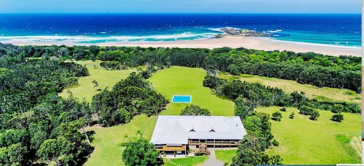 Tranquilo Beach House-Luxury on the beach