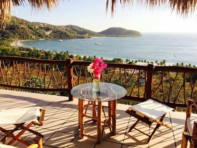 """The Shack"" with a view - Zihuantanejo"