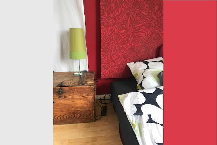 Room w/ balcony high up, near Alster, well located