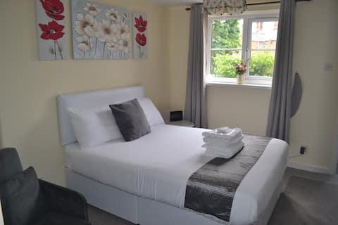 Claremont MewsTelford Sleeps 3 Apartment,WiFi