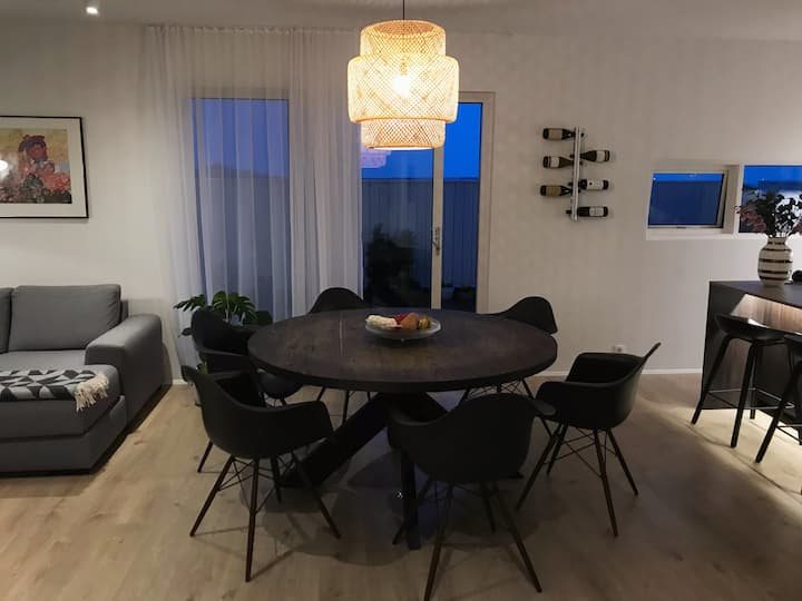Room #1 - 10 min from KEF airport and Blue lagoon