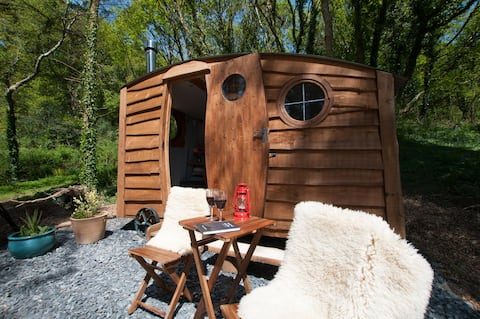 Cosy glamping hut in Aberdovey