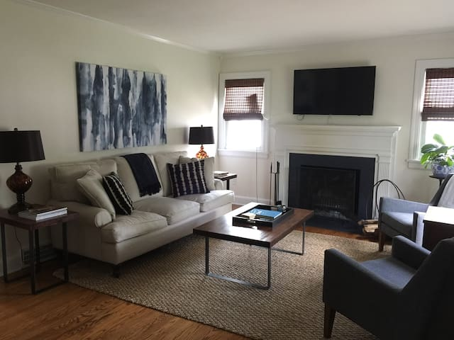 Cute 3B Derby rental in St. Matthews! - Louisville - House