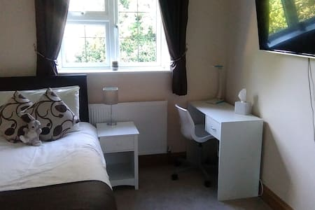 Single Guest Room 2 Miles from Oxford City Centre