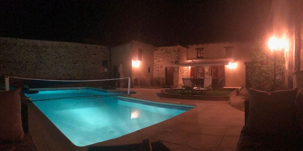 Large 6 bed townhouse sleeps 12 with heated pool