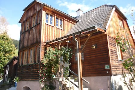 cozy cottage with mountain views and garden - Neumarkt in der Steiermark - บ้าน