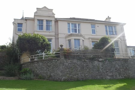 Double & single room in lovely Victorian Apartment - Buckfastleigh