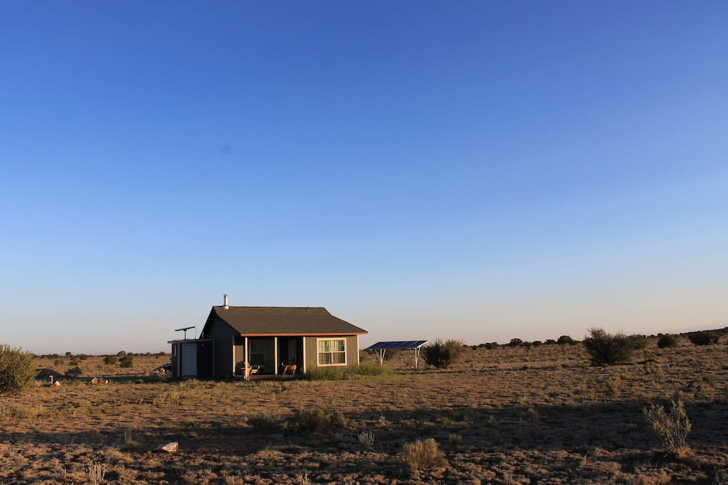 Situated on 26 acres and completely solar-powered, the cabin reflects the beauty and values of the American Southwest.