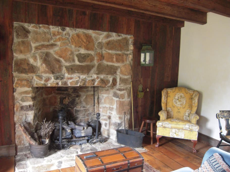 Enjoy a fire in the sitting room.