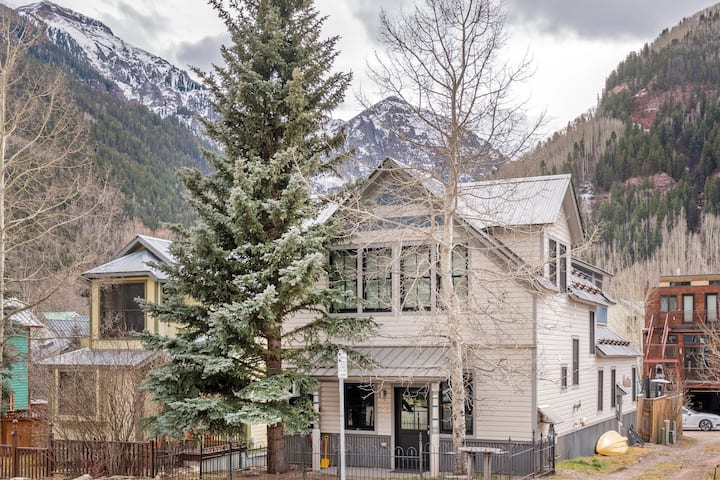 High-End Home in a Fabulous Location Just a Quick Walk Away from Everything in Telluride