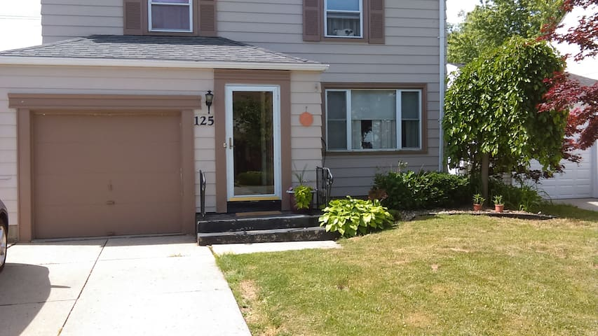 Tn of Tonawanda , comfy, cozy,  bright and clean! - Buffalo - Casa