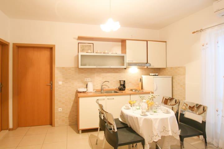 Lovely 4+1 apartment near the beaches [3] - Makarska - Apartment
