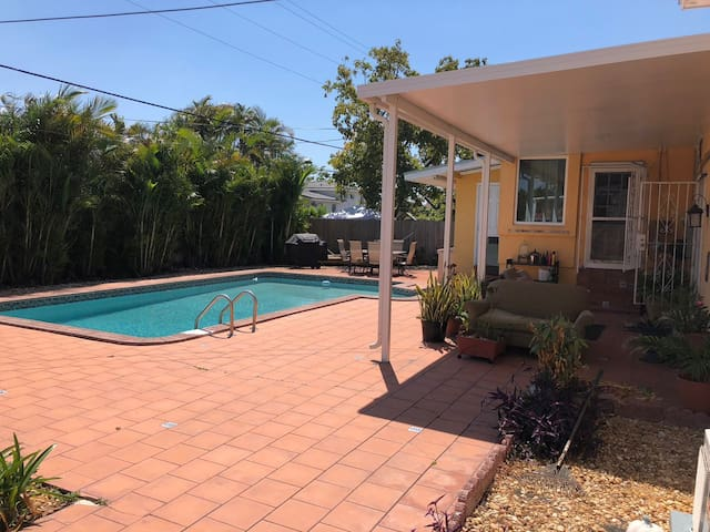 1 BR inside House near Airport (MIA) and Malls