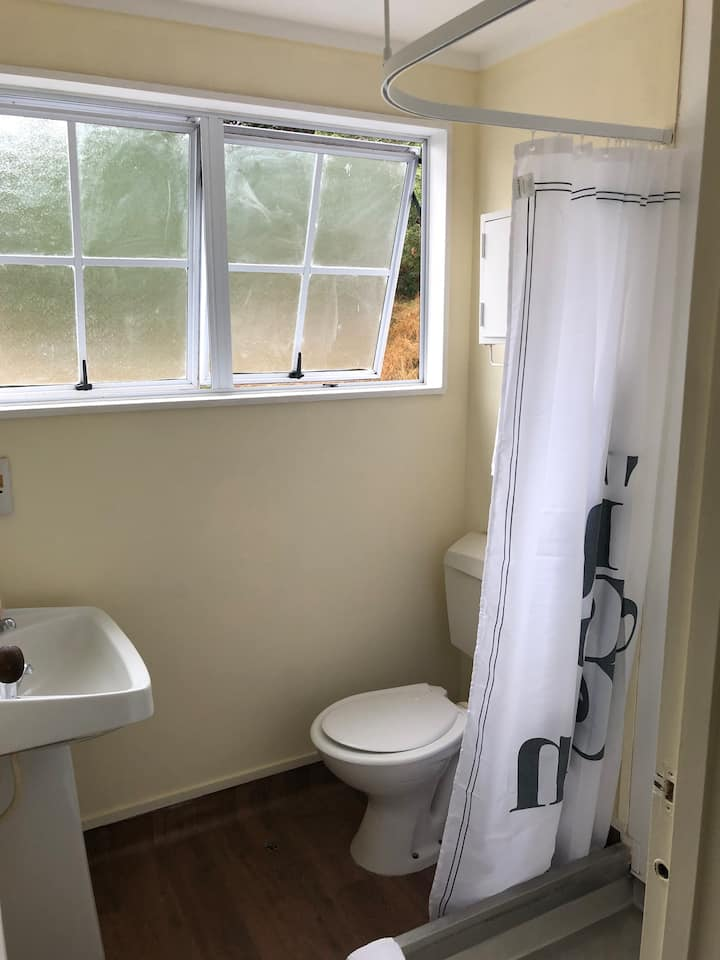 3 bedroom house, suitable for 6 adults