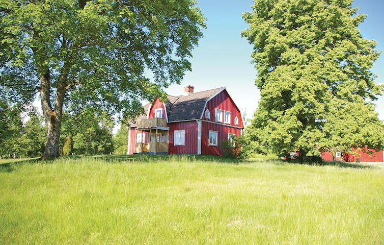 Former farm house with 3 bedrooms on 120m² in Vittaryd