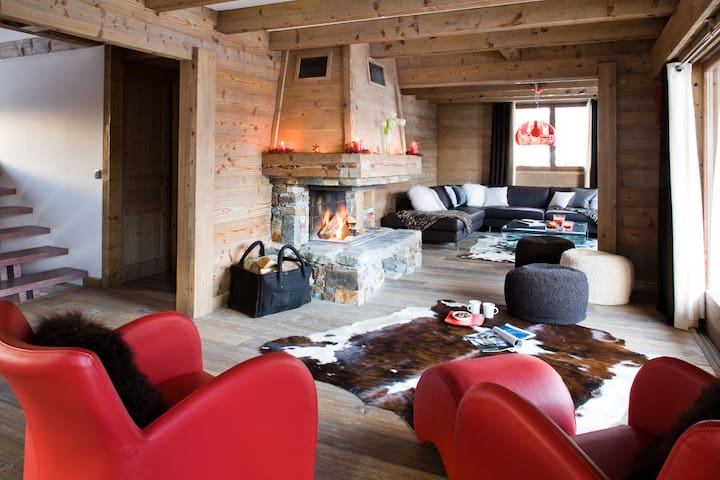 The spacious open plan living room with log fireplace