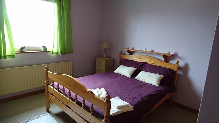 Purple Room - Ennis - Ev