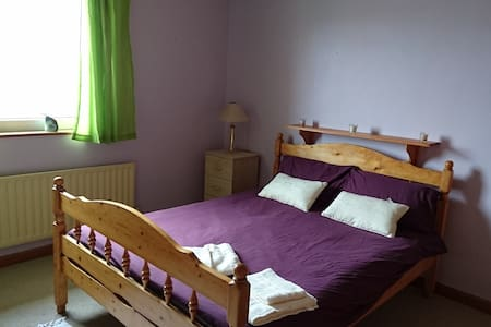 Purple Room - Ennis - Hus