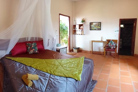 Banana Homestay-garden view room at the East