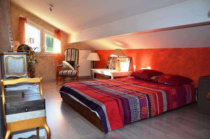 Chambre  zen ;  maison cosy proche Annecy ( 1 Km )