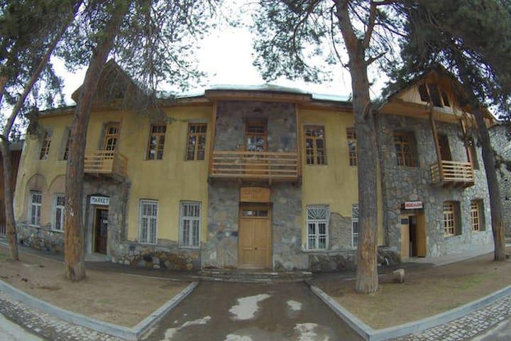 Guesthouse Lana-Land / Mestia / Svaneti (Room 6) - Mestia - Гестхаус