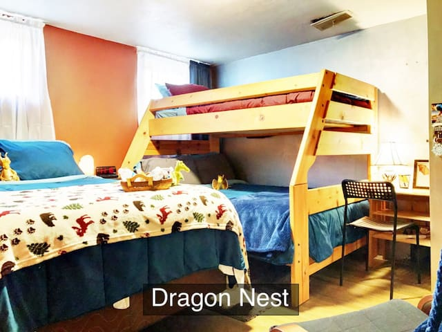 Dragon Nest Room★Netflix★Breakfast★Private Entry
