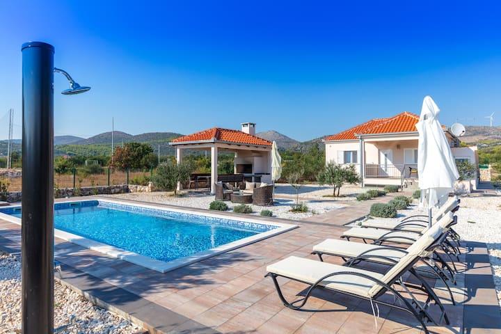 Amazing Croatian Villa - XL outdoor area & Pool !