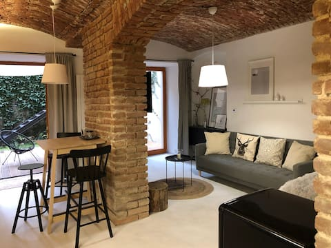 New apartment with  garden terrace 15 mins center