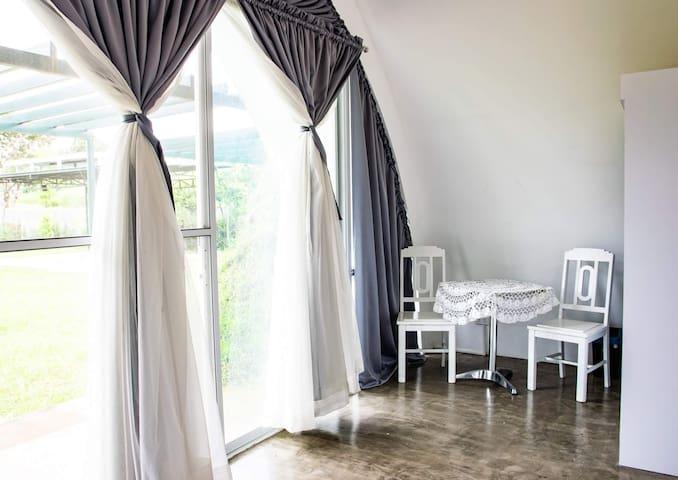 The Lahluna Sun Room
