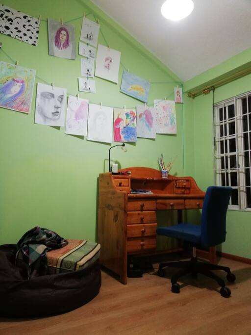 -Studio where you may use your computer.   -Estudio donde puede utilizar su computadora.