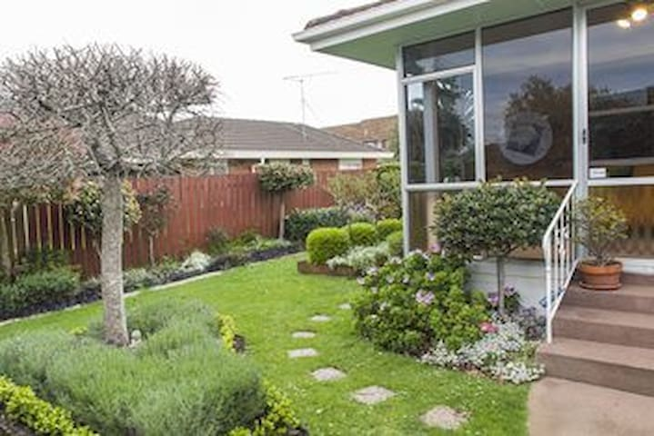 Charming 3 bedroom house with a retro vibe - Auckland - House